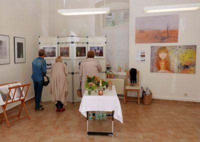 Interessierte Ausstellungbesucher